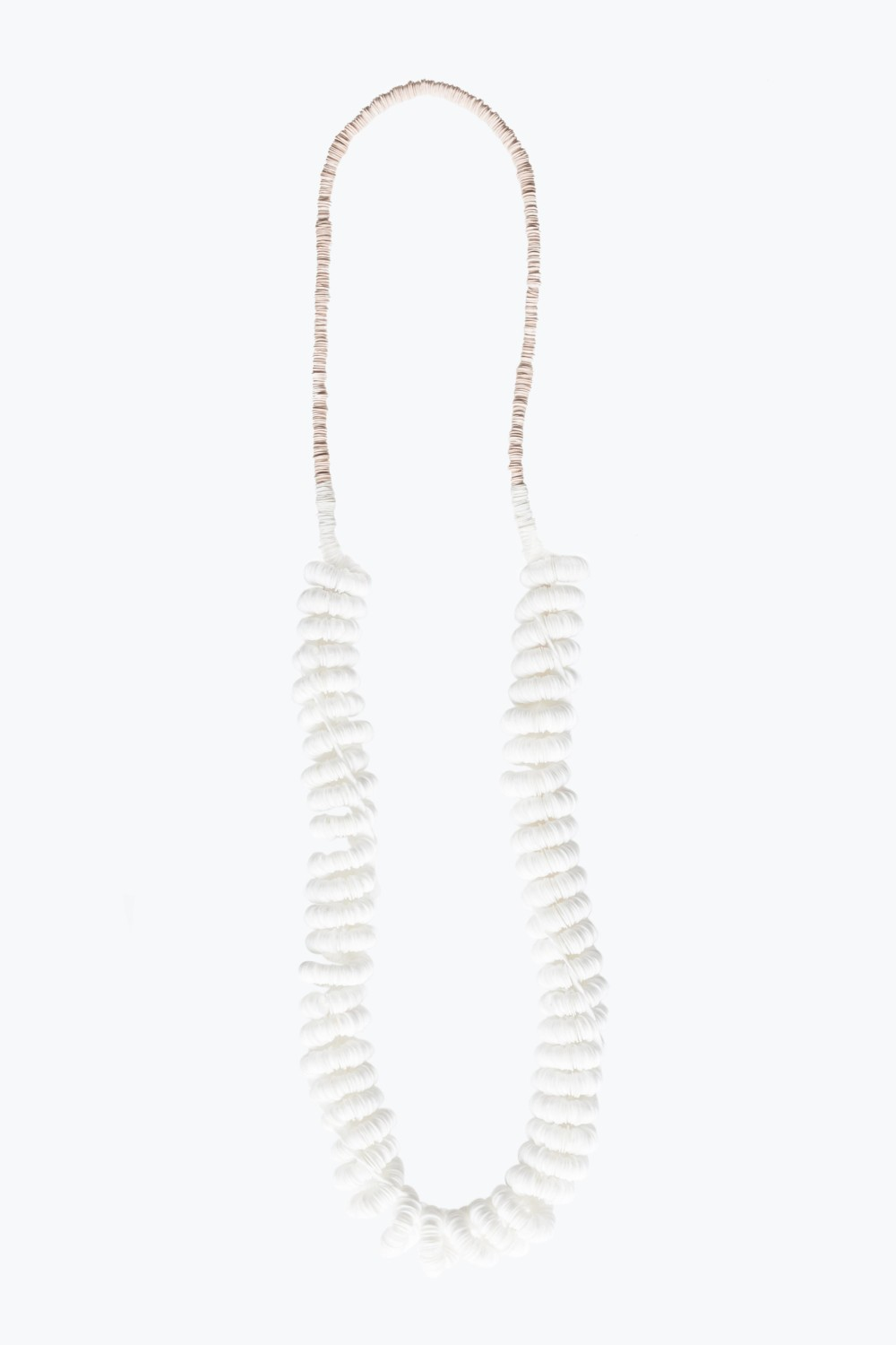 ping and whitte plastic necklace